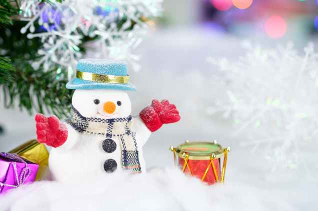 snowman and drum decor